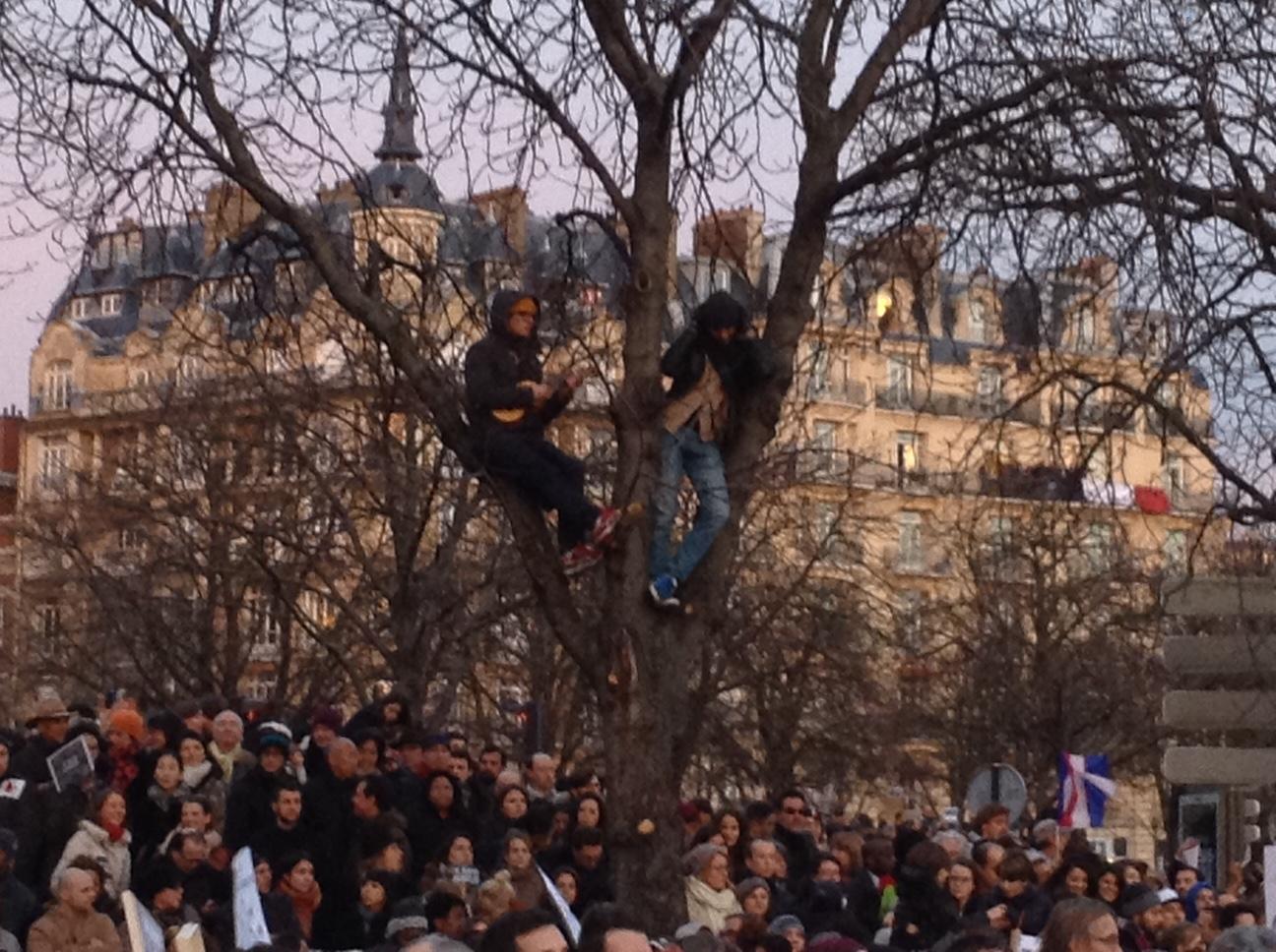 Una folla immensa per dire no al terrore